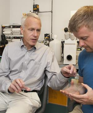 Brian Kobilka with a student in his lab at Stanford