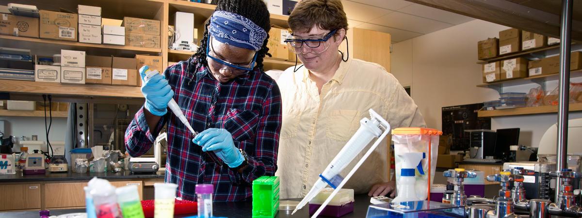 Sheila Paintsil in Lab with Professor