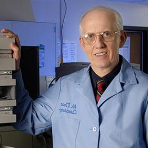 Dr. Robert Carlson in lab